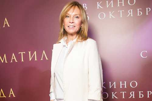 the alena shoptenko touched network of a photo with the husband and the grown-up son